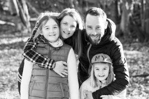 Elia-Kuhn-Photographe-Megeve-Mars-2019-gaelle-et-thomas-en-famille-2